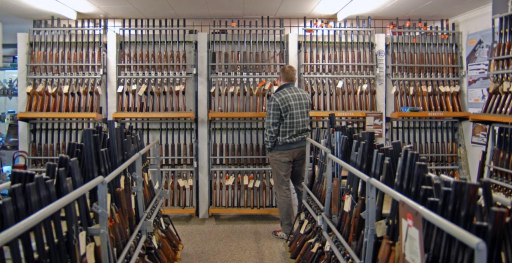 I landets organiserede jagtforretninger omsætter der for godt 875 milliorner kroner om året i våben, tilbehør og ikke mindst tøj