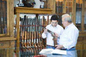 Den nye danske importør håber at mange vil vælge en B. Rizzini custom og selv være med til at sammensætte geværet i Merchano